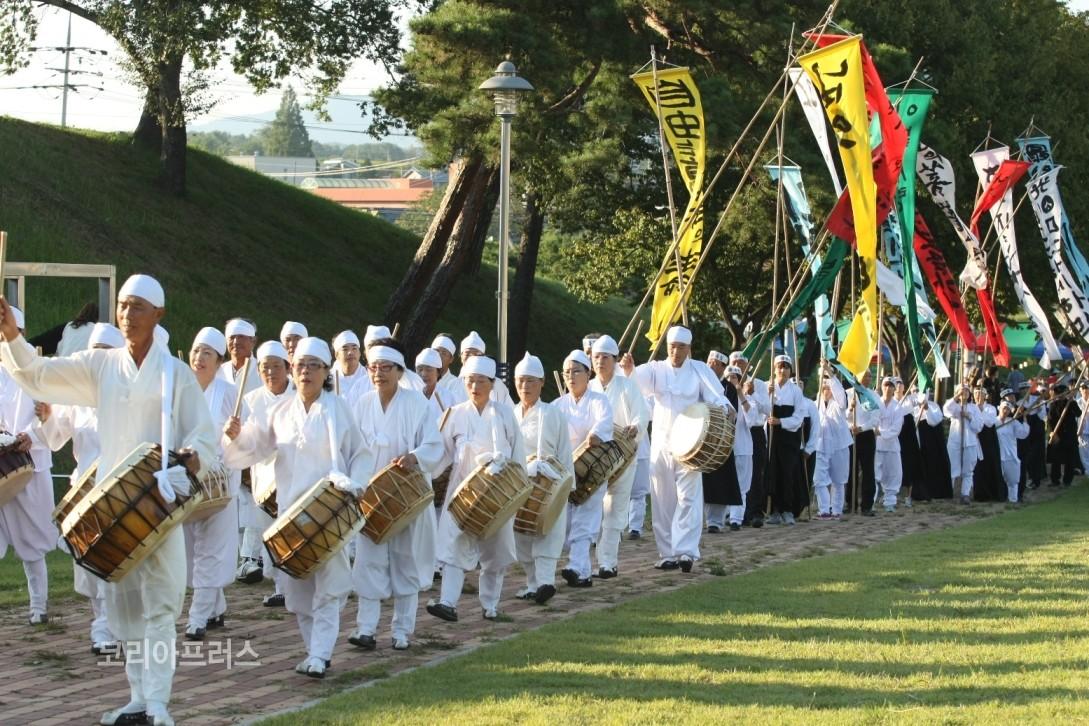 Istorinių personažų festivalis [www.kplus.kr]