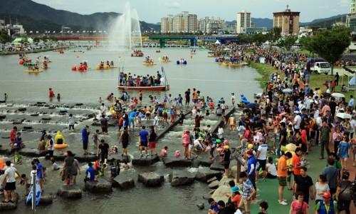 Jeongnamjin vandens festivalis [www.news.nateimg.co.kr]